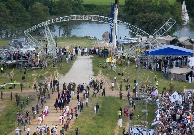 XVI Spotkanie Młodych Lednica 2012 formalnie rozpocznie się o godzinie 17, a jego zakończenie planowane jest na godzinę 1 w nocy w niedzielę