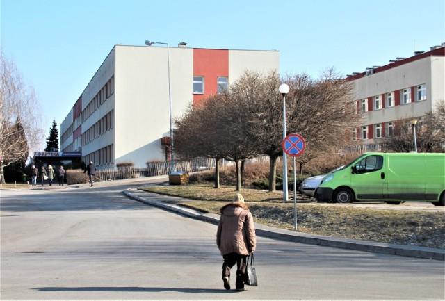 """Na zdjęciu zamojski szpital """"papieski"""""""
