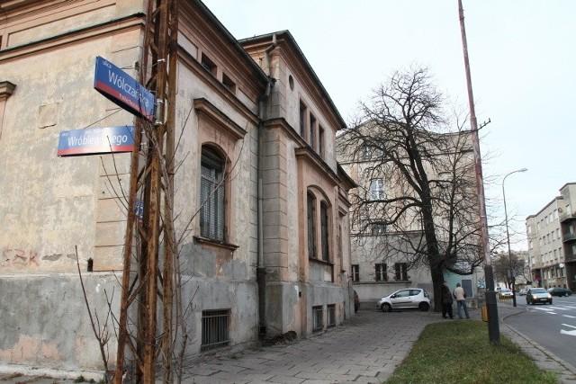 Te budynki uniemożliwiają poszerzenie ul. Wróblewskiego
