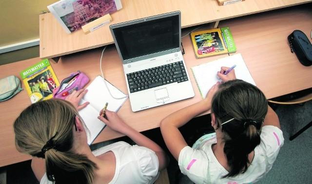 Fundacja Europejska Inicjatywa Obywatelska sprawdziła, skąd szkoły mają laptopy