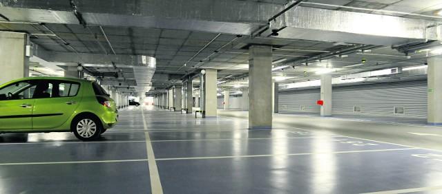 Tak wygląda nowiutki parking podziemny pod placem na Groblach. Kierowcy płacą tu 3,5 zł za pierwszą godzinę postoju