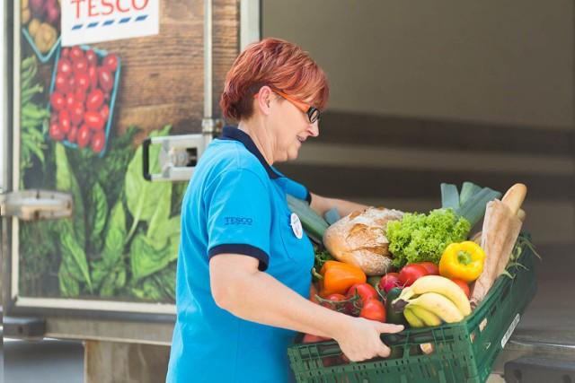 Sklep Tesco w Żorach poszukuje organizacji pożytku publicznego, które pomagają osobom starszym, samotnym rodzicom, niepełnosprawnym czy innym, którzy ze względów finansowych nie mogą sobie pozwolić na kupno produktów żywnościowych.