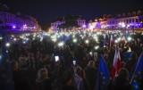 Rzeszów. Demonstracja poparcia obecności Polski w Unii Europejskiej na rzeszowskim Rynku [ZDJĘCIA]
