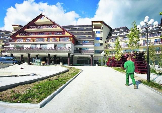 Nowy hotel robi wrażenie, bo jest potężny w porównaniu do wcześniejszej zabudowy kurortu w Karkonoszach