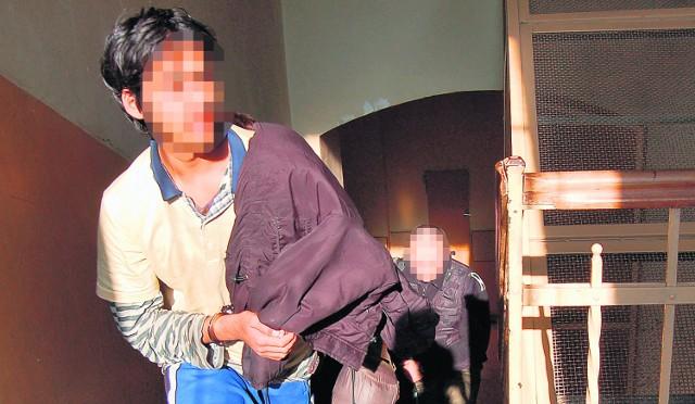 Afgańczycy mieli jedynie coś na sobie, kurtki i jeden śpiwór. Wczoraj, po przesłuchaniu w Tarnowie, zostali odwiezieni do Przemyśla