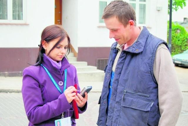 Rachmistrz Ewelina Justka  podczas pracy. Na zdj. z tczewianinem Sławomirem Peplińskim