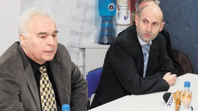 Prezes Startu Włodzimierz Kozanko (od lewej) i dyrektor Marek Jóźwiak z UMŁ