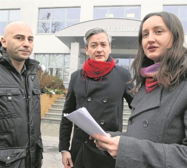 Na debatę na UG zaproszono m.in. Radomira Szumełdę (z lewej) i posła Roberta Biedronia