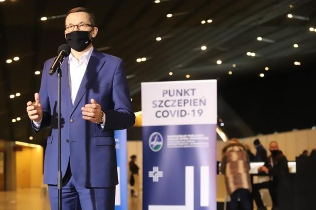 Nowe rozporządzenie dotyczące obostrzeń w związku z koronawirusem pojawiło się na stronach rządowych w nocy w poniedziałek 22 lutego