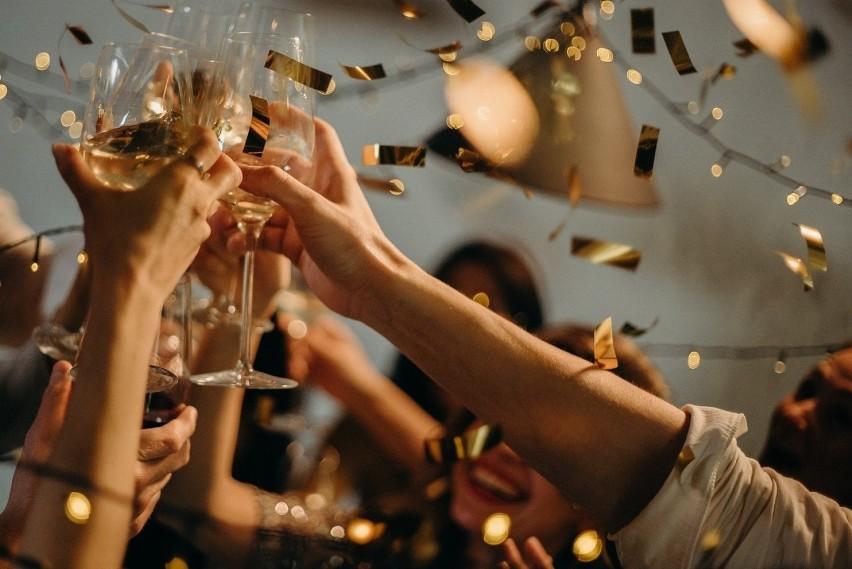 Zostań w domu i nie organizuj imprez i spotkań towarzyskich...