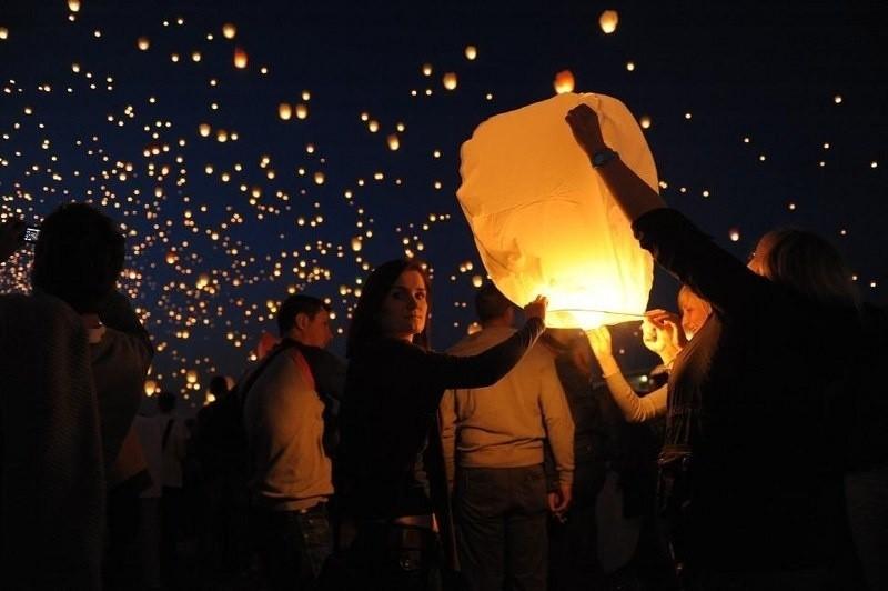 Noc Kupały: Tysiące lampionów nad Wartą. Zobacz jak było rok temu! [ZDJĘCIA]