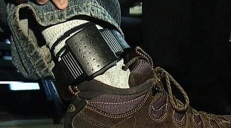 Skazani dostają bransolety i odbywają karę w domu