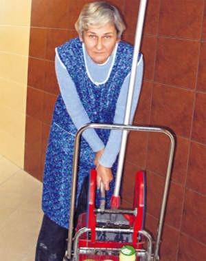 Teresa Blankiewicz na pracę czekała od 2001 r. Dziś pracuje jako sprzątaczka, foto: Magdalena Wojtaś