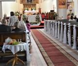 Czy Komunie Święte się odbędą w 2020 r.? Nowe wytyczne biskupa Edwarda Dajczaka
