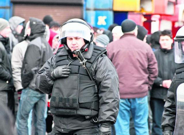 Policja zatrzymała przemarsz kibiców Widzewa