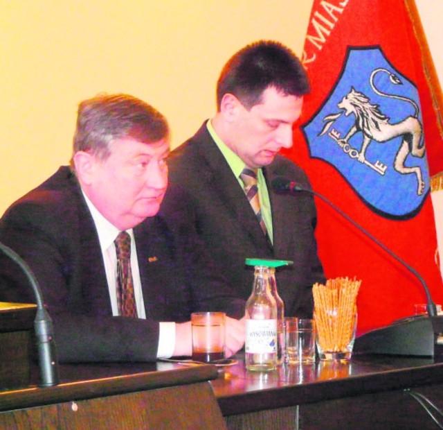 Mieczysław Brudniak, pierwszy z lewej, podczas rozmów z samorządowcami i parlamentarzystami