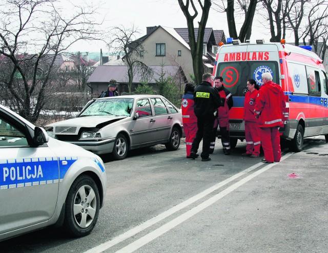 73-letni mężczyzna nie przeżył zderzenia z volvo