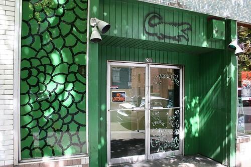 Crocodile Cafe był jednym z pierwszych klubów, w którym grał zespół
