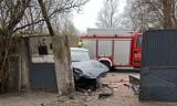 Wypadek na ul. Kilińskiego w Szadku. Kierowca uderzył w słup ZDJĘCIA