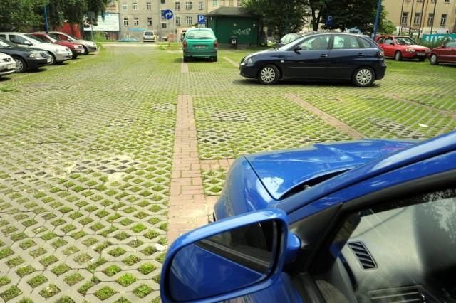 Od lutego kierowcy nie płacą za parking przy Wodopojnej. Za miesiąc te dobre czasy się skończą