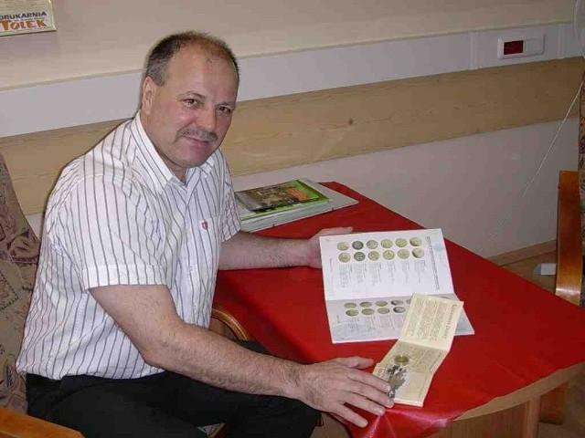 Leszek Łazarowicz z projektem monety, która pojawi się wkrótce na Jurze