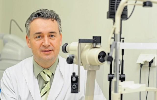 Doc. dr Andrzej Grzybowski twierdzi, że oba leki, drogi i tani, mają podobnie działanie