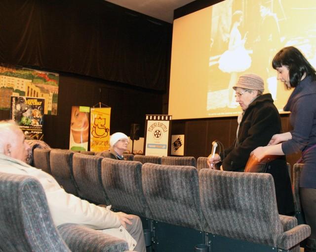 Kino Charlie zorganizowało w poniedziałek pokaz filmu dla niewidomych.