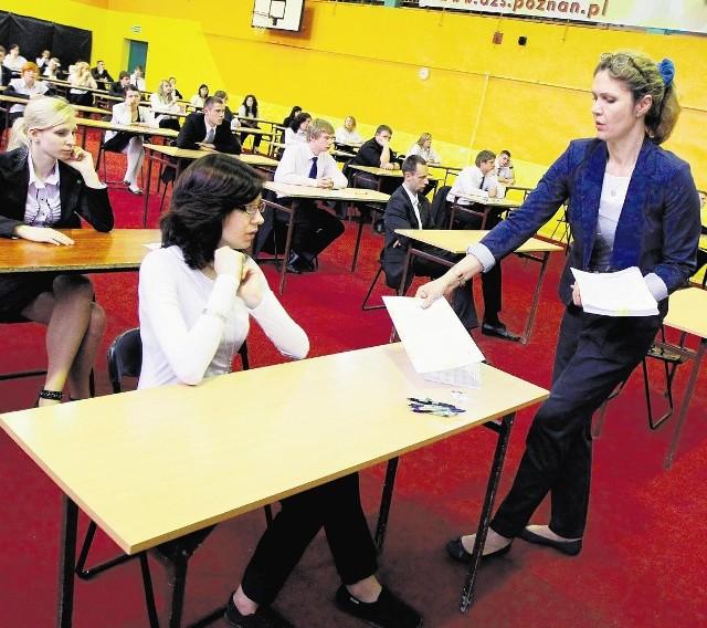 Maturzyści zdawali pięć obowiązkowych egzaminów (trzy pisemne i dwa ustne)