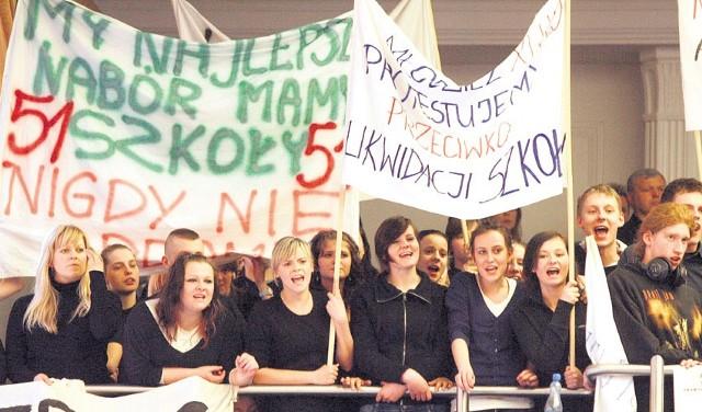W taki sposób uczniowie protestowali przeciw planom likwidacji ich szkół