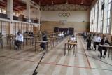 Matura 2021 w Rawiczu i okolicach - wyniki. Jak poradzili sobie nasi maturzyści? Ilu zdało a ilu musi jeszcze przygotować się na poprawkę?