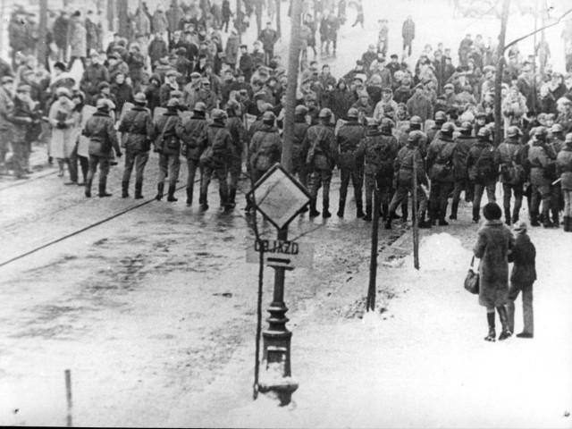 13 grudnia 2011 roku na ulicach Łodzi organizowana jest inscenizacja przypominająca wydarzenia związane z wprowadzenie stanu wojennego.