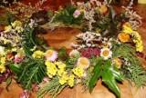 Wianek na cmentarz – jak samodzielnie zrobić piękną ozdobę na Wszystkich Świętych? Instrukcja krok po kroku