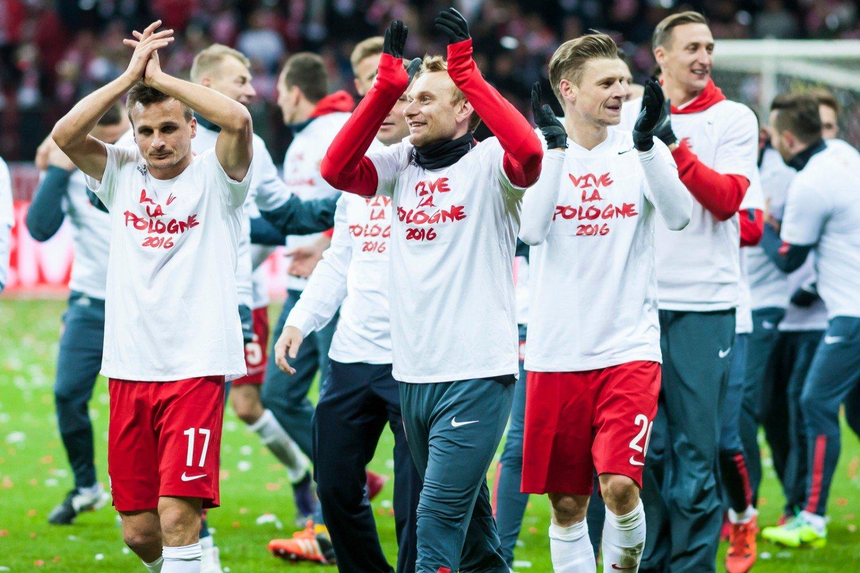 cd4956412 Reprezentacja Polski po meczu z Irlandią (11 października 2015), świętująca  awans na Euro