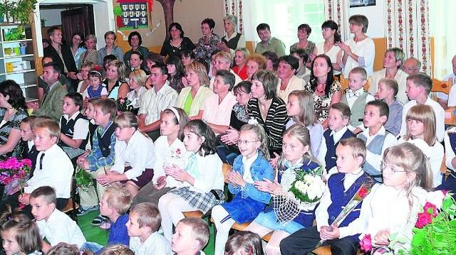 Rodzice walczą o szkoły w Pławnicy (na zdj.), Wilkanowie, Starej Łomnicy i Długopolu