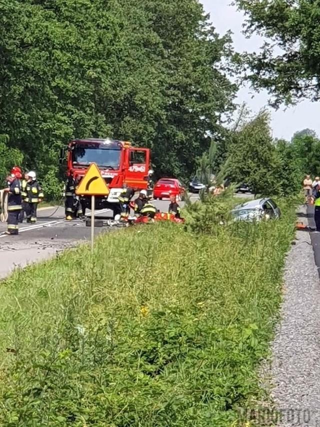 Jedna osoba zginęła w wypadku na drodze powiatowej w okolicy Kozłowic w powiecie oleskim.