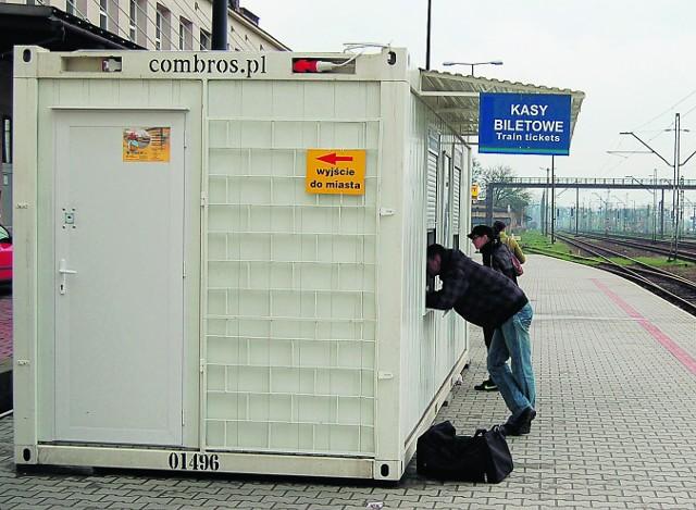 Kasy mieszczą się w tymczasowych kontenerach na I peronie