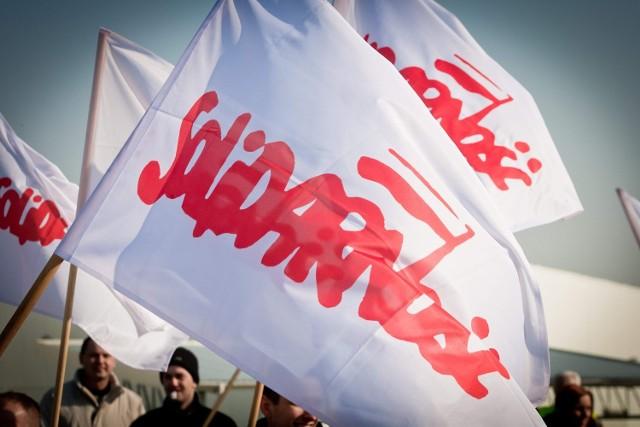 """""""Solidarność"""" zbiera podpisy potrzebne do przeprowadzenia referendum w sprawie emerytur"""
