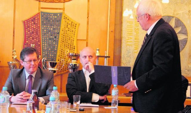Minister Adam Giersz (z lewej) obiecał, że zajmie się sprawą nowotarskich hokeistów