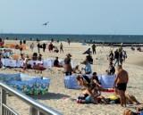 Rowy oblężone przez turystów. Dobra pogoda przyciągnęła nad morze