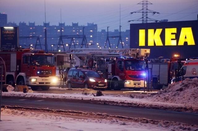 Klienci i obsługa poznańskiego sklepu meblowego Ikea zostali wczoraj ewakuowani