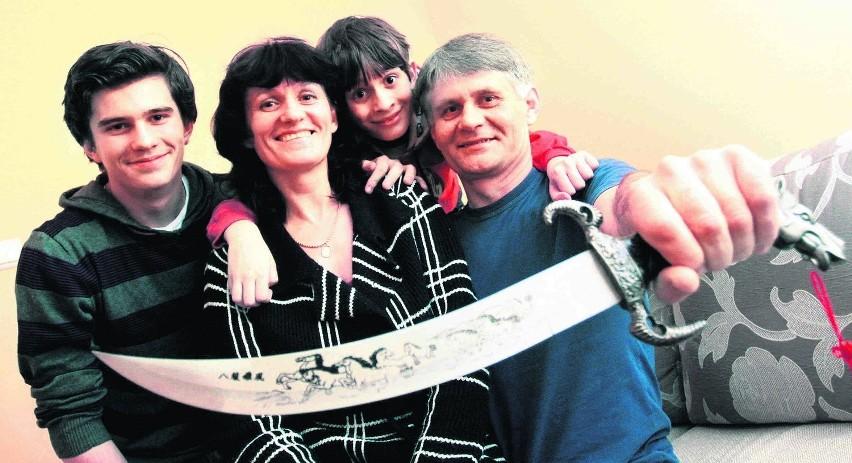Od lewej: Oleg, Olga, Wadim, Nikołaj Griniowie w gdańskim mieszkaniu