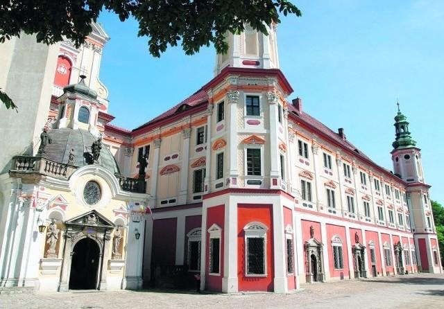 Klasztor w Henrykowie to potężna i wspaniała budowla - jeden z najciekawszych obiektów na trasie cysterskiej
