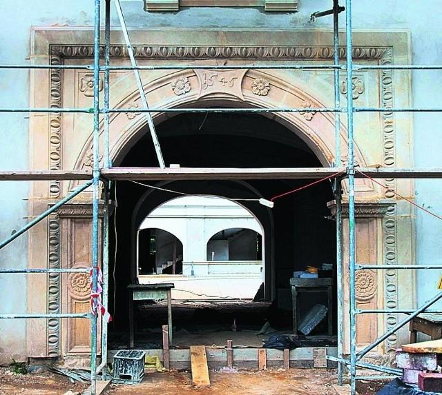 Tak wygląda renesansowy portal z Tarnowic Starych, który zniknął z zamku Niesytno na Dolnym Śląsku