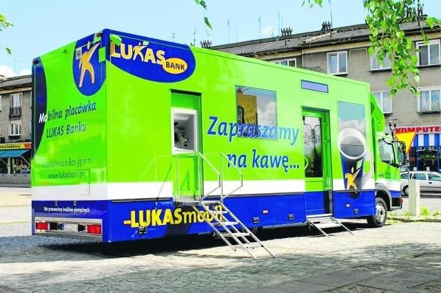 Lukas Bank wysyła za klientami w Polskę całe oddziały