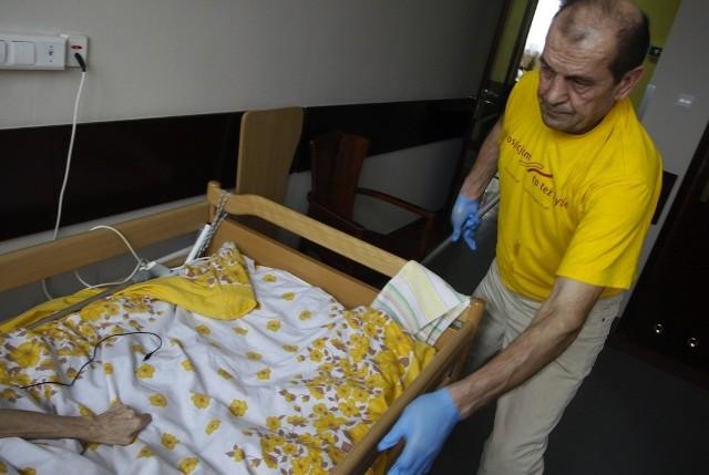 Pan Antek, skazany za jazdę rowerem pod wpływem alkoholu, pomaga w hospicjum od dziesięciu miesięcy