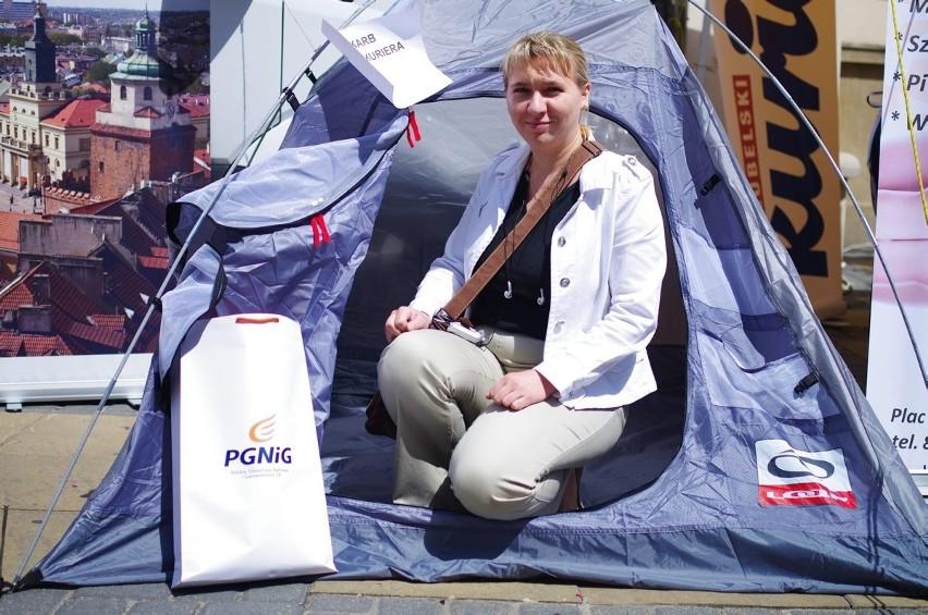Emilią Dobrzańska, zdobywczyni skarbu Radio-Kuriera na deptaku