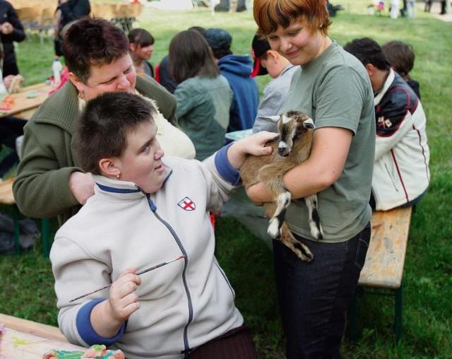 Zabawa ze zwierzętami ma terapeutyczną moc