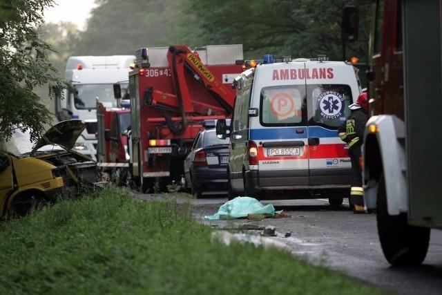 Pięć osób zginęło w zderzeniu ciężarówki z busem.