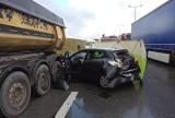 Śmiertelny wypadek na S3. Na pasie w kierunku Zielonej Góry zderzyły się trzy auta. Nie żyje jedna osoba