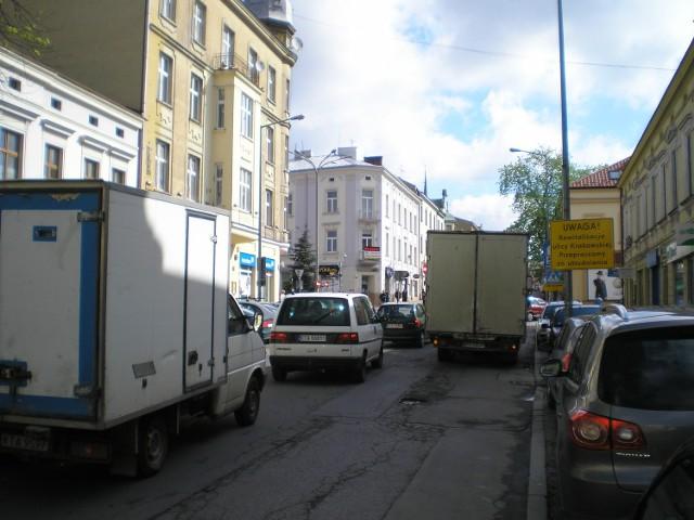Rano centrum miasta zakorkowało się. Kierowców kierowano na objazdy